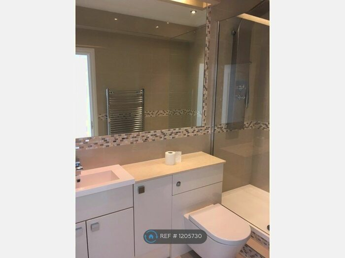 3 Bedroom Flat To Rent In Salisbury House, St. Albans AL3