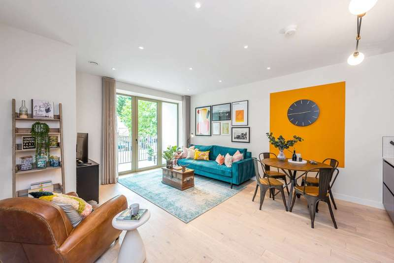 2 Bedroom Flat For Sale In Balham High Road, London, SW17