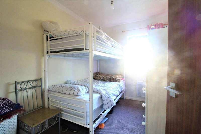 2 Bedroom Flat For Sale In Green Road, Oakwood, London, N14