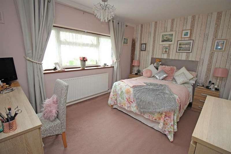 4 Bedroom End Of Terrace For Sale In Poppy Mead, Stevenage ...