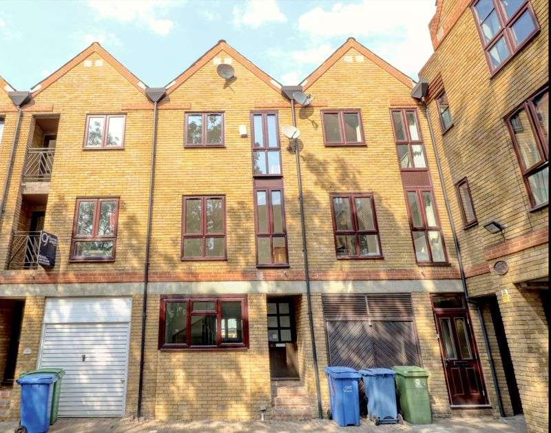 4 Bedroom Home For Sale In Brunswick Quay, London, SE16