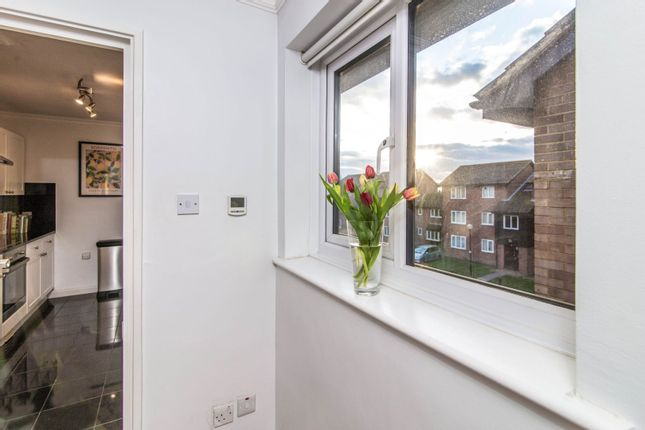 1 Bedroom Flat For Sale In Firs Close Mitcham Cr4